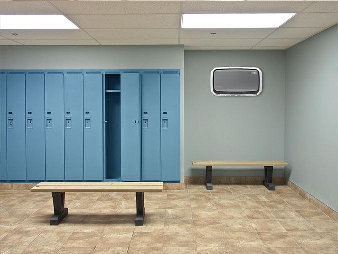 AeraMax Professional w szatni i toalecie w szkole