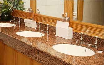 AeraMax Professional w toaletach w domach opieki dla seniorów