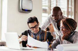 Rendi l'ufficio un ambiente più sano e piacevole con il purificatore d'aria AeraMax® Professional.