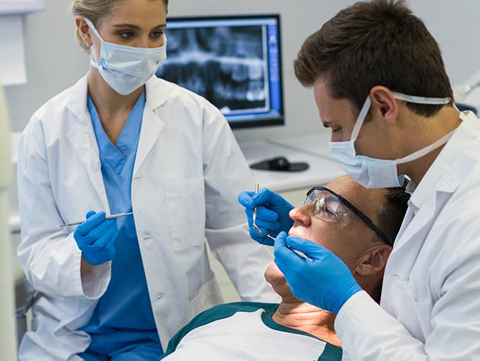 Branże – Stomatologia – Co zrobić, aby zminimalizować podatność na infekcje wśród personelu?